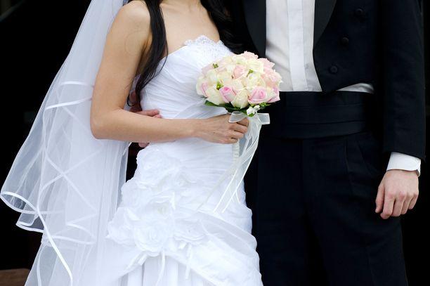Nainen meni naimisiin parhaan ystävänsä isän kanssa.