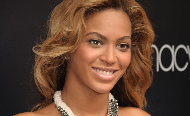 Beyoncé synnyttää kohta kaksoset.