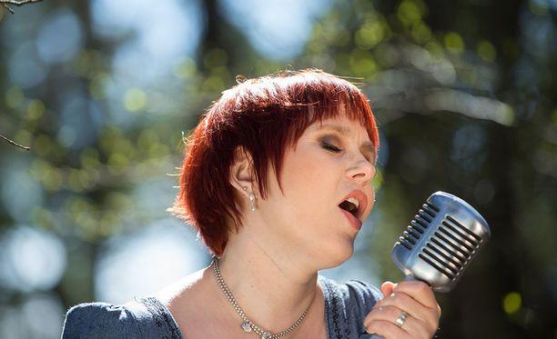 Vaikka Katri Somerjoki oli vain 13-vuotias setänsä Raulin kuollessa, muistaa hän laulajalegendan kuoleman jälkeisen ajan olleen raskasta.