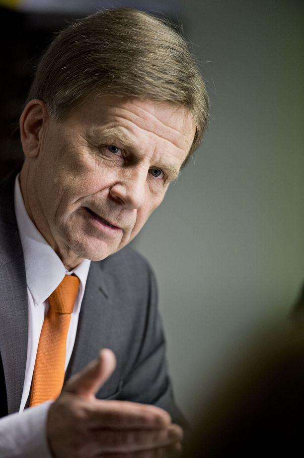Varapuhemies, kansanedustaja Mauri Pekkarisen ilmoitus jättää eduskunta 40 vuoden jälkeen laittoi Keski-Suomen keskustan piirin vaalikuviot sekaisin.