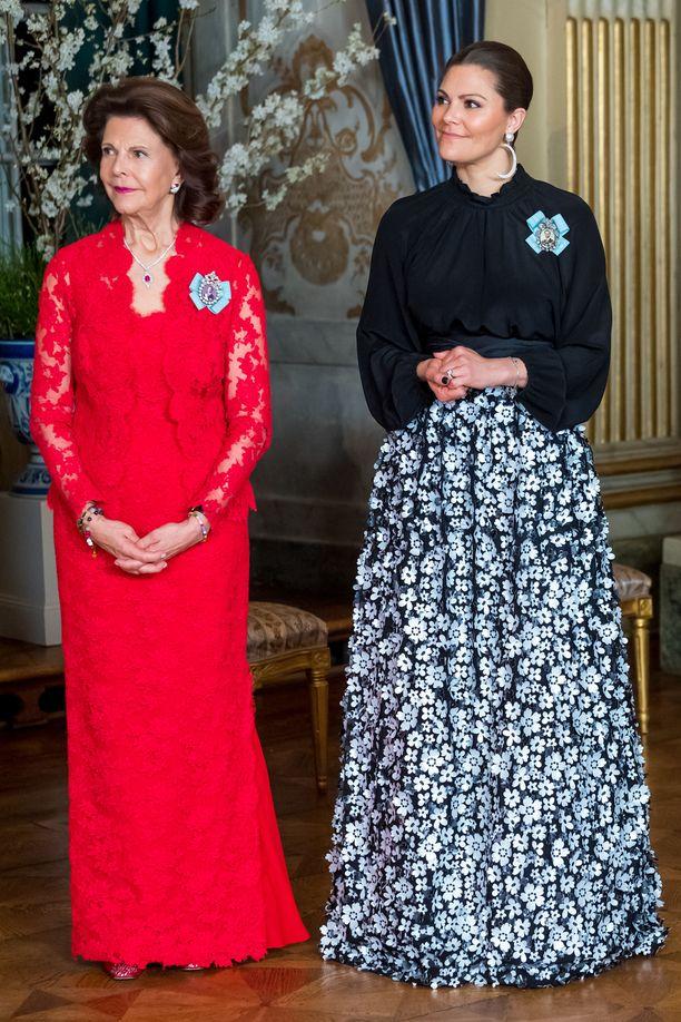 Tällä kertaa kuningatar Silvia ja kruununprinsessa Victoria jäivät Sofian varjoon asujen muodikkuudessa. Vickanin näyttävät korvikset ovat tosin upeat!