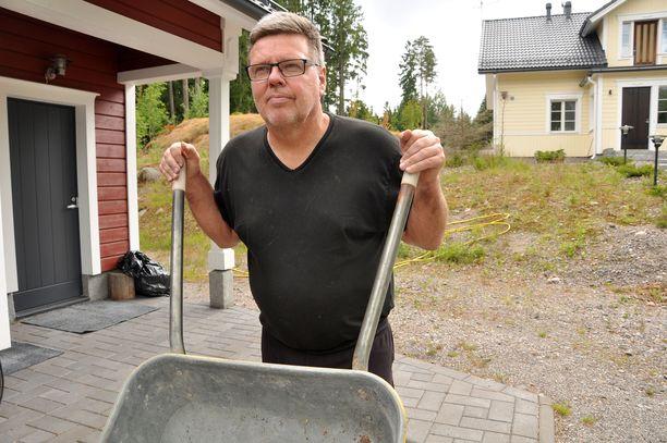 Jari Aarnio ei juuri ehtinyt asua omakotitaloaan, kun hänet pidätettiin.