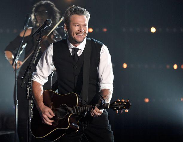 Gwenin uusi rakas on menestyvä kantriartisti Blake Shelton.