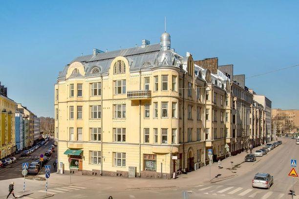 Myöhäisjugendia edustava rakennus on valmistunut vuonna 1910.