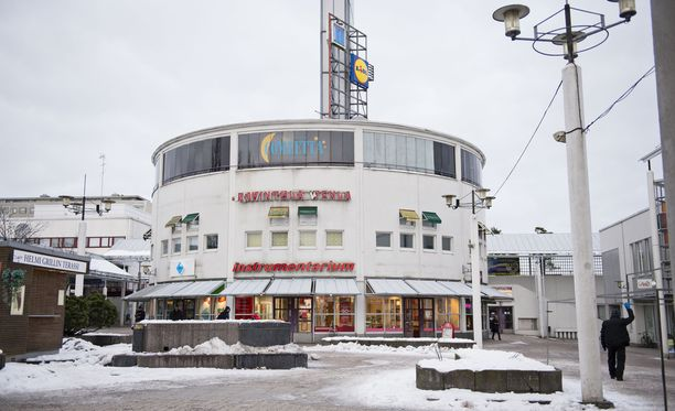 Viranomaiset aloittivat lauantai-iltana ison valvontaoperaation Helsingin Kontulan ostoskeskuksessa.