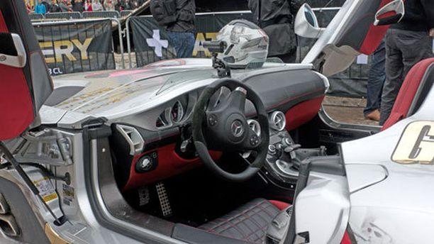 SLR esiteltiin maailmalle vuonna 2009 ja hintalapussa luki silloin 750 000 euroa - ilman veroja.