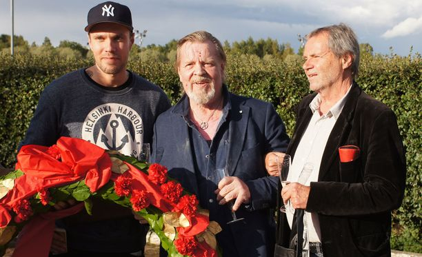 Fabrice Duo sai komean seppeleen.Voittohulinoissa Joonas Loiri, Vesku Loiri ja Kicke Bergholm.