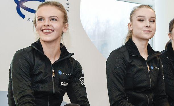 Emmi Peltonen (vas.) ohitti olympiavalinnassa Viveca Lindforsin.
