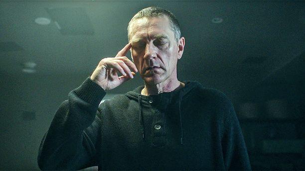 Illan jaksossa Ville Virtasen näyttelemä Sorjonen saa tehtäväkseen etsiä lakimies Laakkosen poikien Valdekin ja Nikolain kadonnen äidin. Vanhan tapauksen jäljet johtavat taas Venäjälle.
