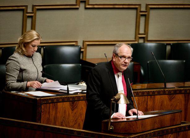 Kansanedustaja Kaj Turunen vaatii verotonta tonnia etenkin omaishoitajille.