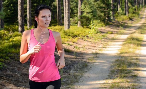 Metsäpoluilla juoksentelun voi tehdä täysin omassa tahdissa.