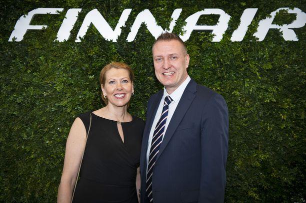 Finnairin Sari Fairchild ja Mikko Turtiainen olivat innoissaan, saadessaan esitellä uutta , suoraa lentoyhteyttä Los Angelesiin. -Kolme kertaa viikossa, läpi vuoden, suora lento, 11 tuntia, ja olet Los Angelesissa, he kertoivat.