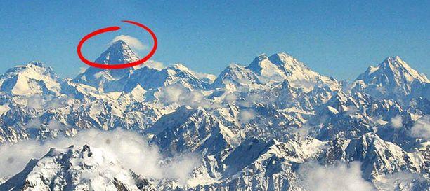 KUOLEMAN VUORI Ainakin yksitoista kiipeilijää kuoli maailman vaarallisimpana pidetyllä K2-vuorella viikonloppuna.