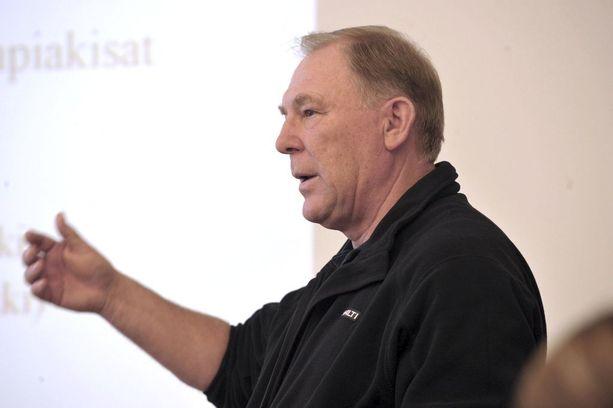 Jouko Purontakasella on vuosikymmenten kokemus urheilujohtamisesta.