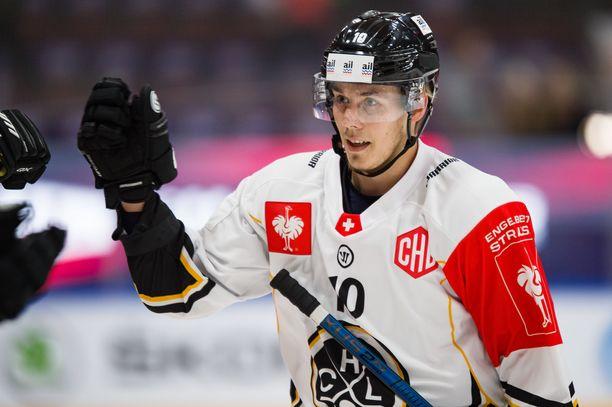 Henrik Haapala pelasi tällä kaudella Sveitsin liigan HC Luganossa.