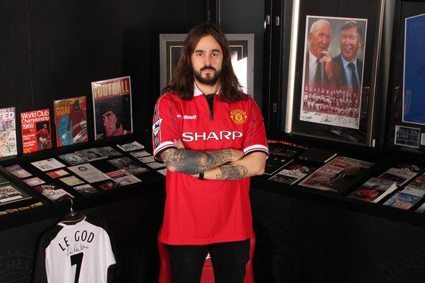 Jere Virtasen valtava United-kokoelma koristaa Red Room -nimen saanutta tilaa.