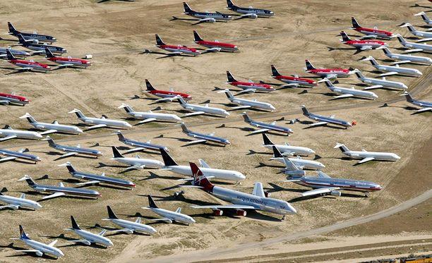 Mojaven autiomaahan Victorvilleen on säilötty satoja lentokoneita odottamaan kohtaloaan.