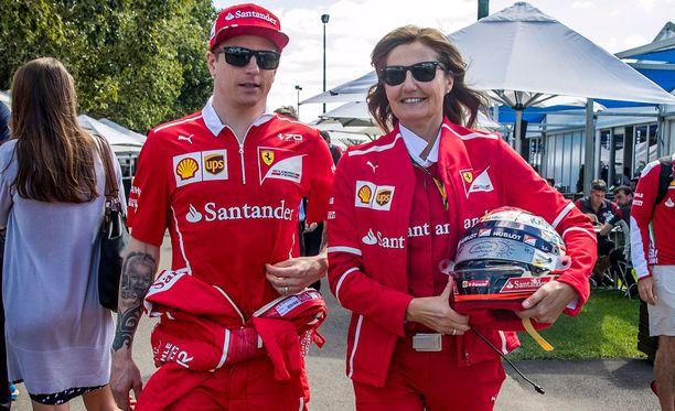 Kimi Räikkönen ja Ferrarin mediahenkilö Stefania Bocchi ovat pitäneet yllä hiljaisuuden verhoa.