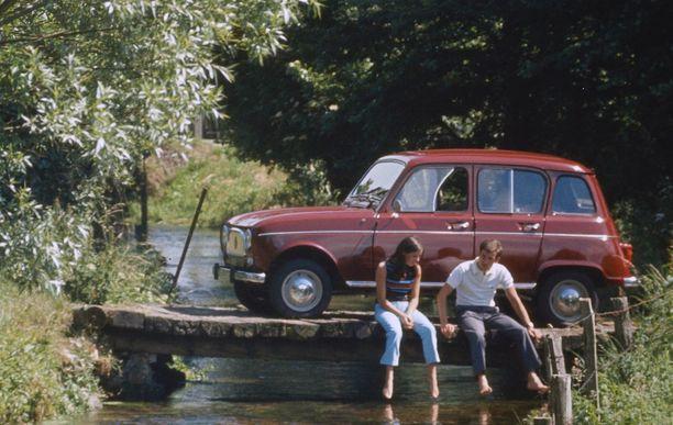 "Renault 4 eli ""vain tippa bensaa"", josta nimi Tipparellu."