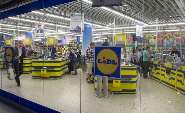 Yli 25 euron ostosten hinnasta putoaa pois ensi viikolla 10 prosenttia, mikäli esittää Lidlin kassalle minkä tahansa kortin lompakostaan.