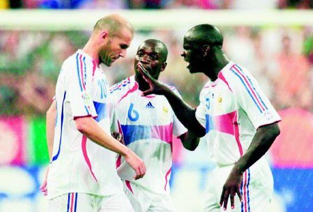 Ranskan Zinedine Zidane, Claude Makelele ja William Gallas tietävät, ettei tukka tuo tulosta.