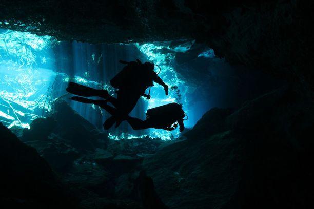 Luolasukellus on erittäin vaativa sukellusmuoto. Kuvituskuva.