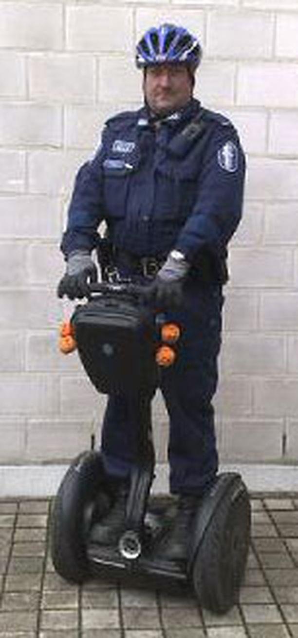 – On helppo lähestyä poliisia, joka partioi tämän kanssa, sanoo Sakari Frantti.