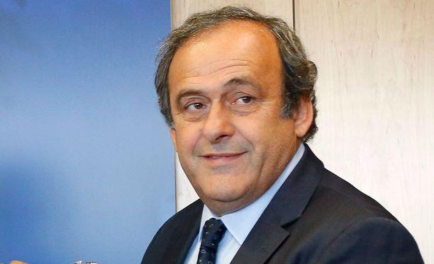 Suomen Palloliitto tukee Michel Platinin valintaa kansainvälisen jalkapalloliitto Fifan puheenjohtajaksi.