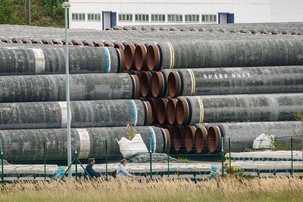 Gazpromin mukaan Nord Stream 2 -kaasuputki on saatu rakennettua loppuun. Venäläis-saksalaisen kaasuputken osia Mukranin satamassa Sassnitzin kaupungissa Saksassa syyskuussa 2020.