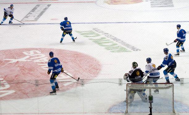 Jääkiekko on suomalaisten suosikkipeli.