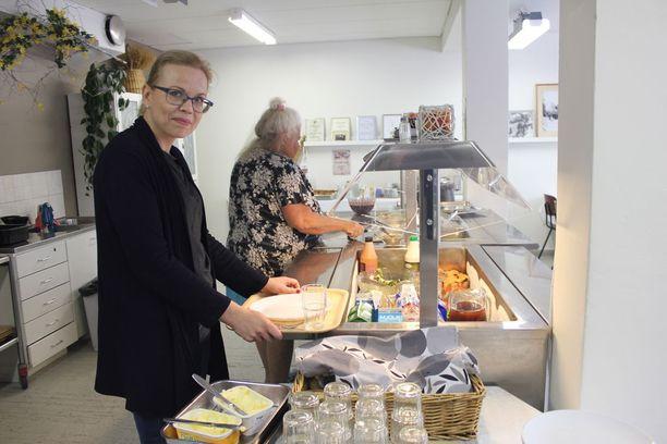 Eskolan kyläyhdistyksen sihteerin Minna Tiilikaisen mukaan lounasruokailua käyttää päivittäin useita kymmeniä henkilöitä.