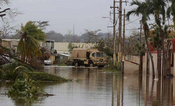 Maria-hurrikaanin pahoin tuhoamalla Puerto Ricon saarella evakuoidaan parhaillaan kymmeniä tuhansia ihmisiä vahingoittuneen padon takia.