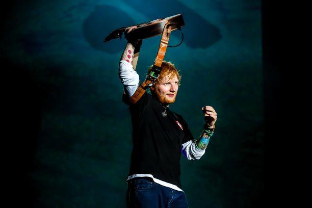 Ed Sheeran on nykyään 25 kiloa kevyempi mies. Kuva elokuulta Budapestista Sziget-festivaaleilta.