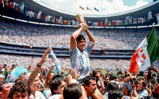 Tänään tv:ssä: Avioton lapsi salasuhteesta 21-vuotiaaseen - näin jalkapallotähti Diego Maradona peitteli totuutta