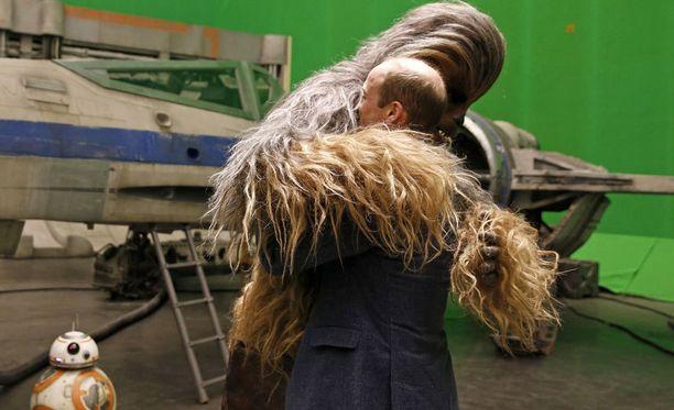 Chewbacca nappasi prinssi Williamin karhunhalaukseen.