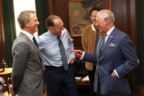 Prinssi Charles tapasi taannoisella vierailullaan näyttelijät Daniel Craigin ja Ralph Fiennesin sekä ohjaaja Cary Fukunagan.