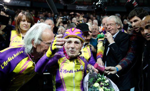Robert Marchand teki yli 105-vuotiaiden tunninajon uuden maailmanennätyksen.