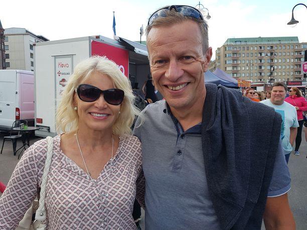 Anutta ja Harri Kirvesniemi saapuivat nauttimaan konsertista.
