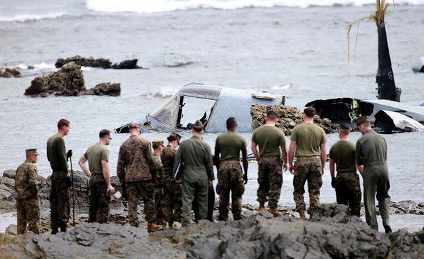 Viisi koneen miehistön jäsentä loukkaantui, mutta kukaan ei kuollut.