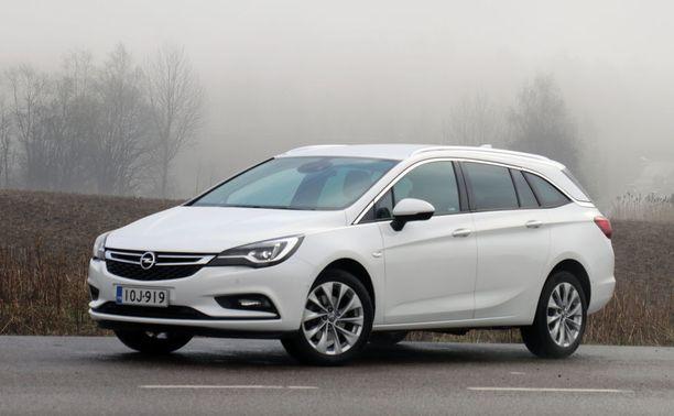 Opel Astra Sports Tourer on reilunkokoinen perhefarmari.