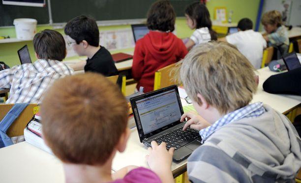 Suomen koulujärjestelmän parhauden syyksi esitetään muun muassa laajaa yhteiskunnallista uskoa koulutuksen tärkeyteen.