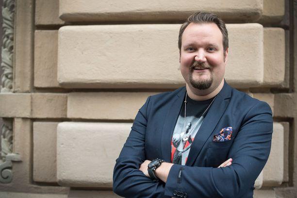 Kuvassa Sami Hedberg helmikuussa Konttori-ohjelman pressitilaisuudessa.