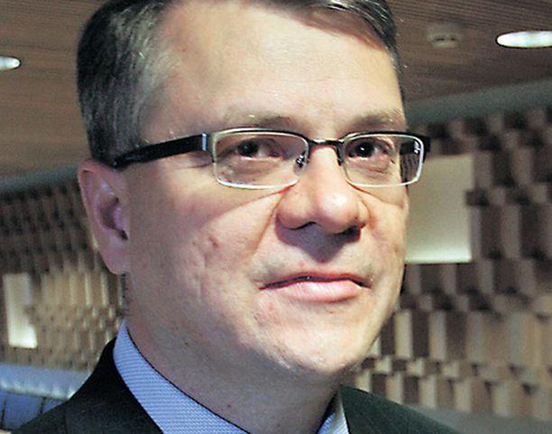 UPM:n toimitusjohtaja Jussi Pesonen saneerasi rajusti viime vuonna toimitusten tai liikesuhteiden siitä kärsimättä.