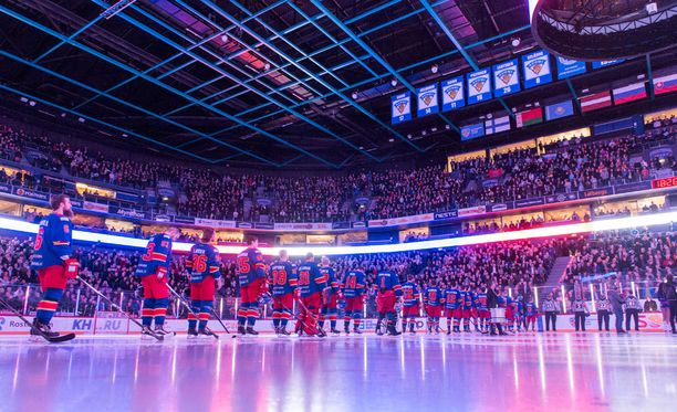 Moni ruotsalainen on käynyt Helsingissä Jokerien KHL-peleissä ihastelemassa loistavaa tunnelmaa ja pelin korkeaa tasoa.