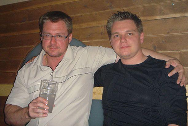 Jani Arstio (oik.) kertoo, että menehtynyt Mika-veli oli hänen paras kaverinsa. He olivat päivittäin yhteydessä ja pelasivat ahkerasti yhdessä netissä.