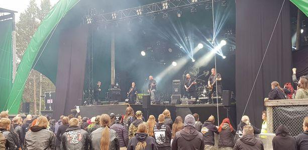 Nummirock on monen metallimusiikin ystävän kohokohta. Kuva otettu vuoden 2018 Timo Rautiaisen ja Trio Niskalaukauksen konsertista.