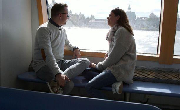 Antti ja Sari elävät perhearkea.
