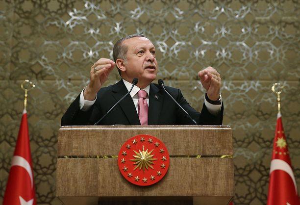 Turkki on ilmiriidassa monien EU-valtioiden kanssa, koska sen poliitikkojen kampanjointi pyritään estämään.