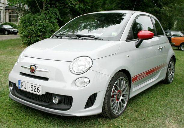 Fiat 500 Abarth yhdistää vauhdin ja tyylin.