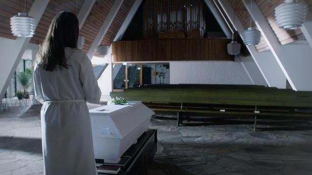 Kappeli oli tyhjä, kun pappi Maika Vuori saattoivat Harri Juhanin viimeiselle matkalle.